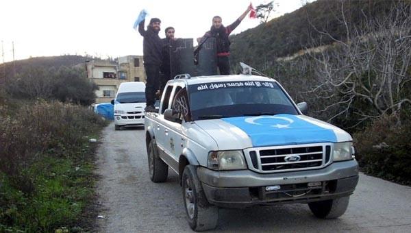 Silahların gölgesinde Türkmen düğünü