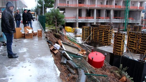 Toprak kayması sonucu koyteyner devrildi, 1 işçi öldü