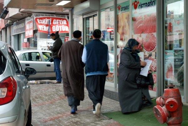 İzmir'de yılbaşı karşıtı bildiri dağıttılar