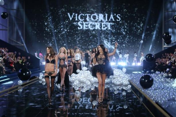 Victoria's Secret defilesi Londra'da yapıldı
