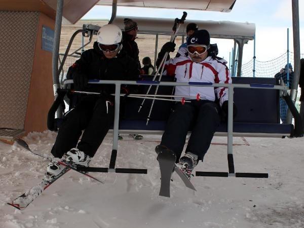 Bakan Ala'nın kayak keyfi
