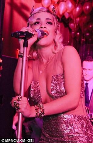 Rita Ora'nın seksi kıyafeti!