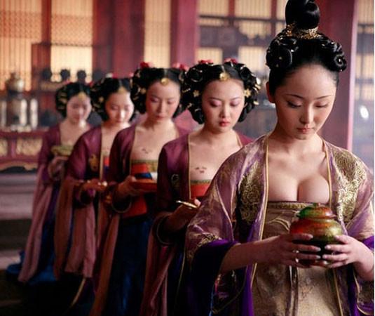 Çin'de dekolte sansürü