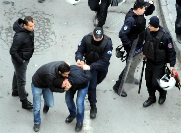 Diyarbakır'da bildiri dağıtan grubu polis müdahalesi