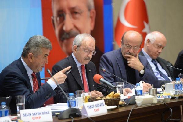 Kılıçdaroğlu'na ayakkabılı protesto