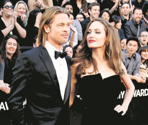 Angelina Jolie ve Brad Pitt'in evlilikleri sahteymiş