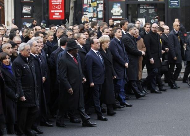 Paris'te tarihi yürüyüş