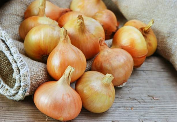 Soğanı ev temizliğinde kullanmanın yolları