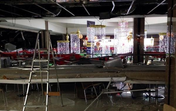 Alışveriş merkezinin tavanı çöktü!