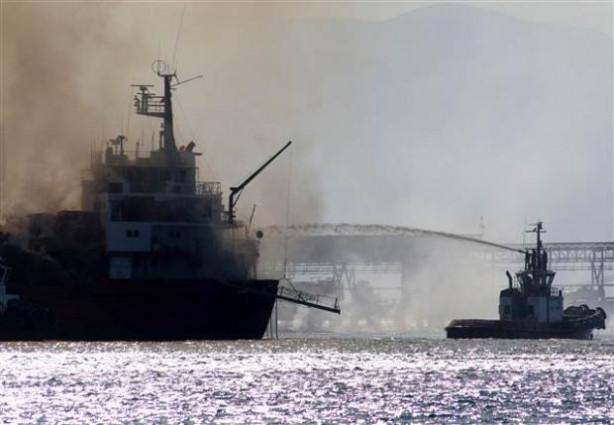 İskenderun'da yanan gemi