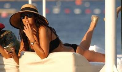 Ebru Destan bikinisiyle şov yaptı