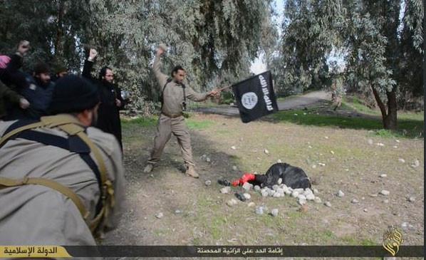 IŞİD bir kadını recm etti!
