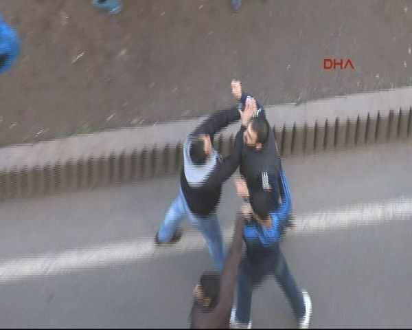 Diyarbakır'da cadde ortasında silahlı kavga
