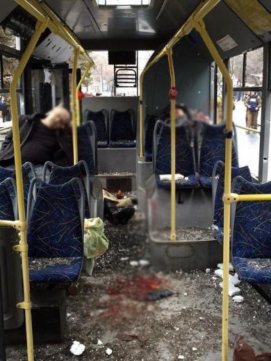 Ukrayna'da otobüs durağına top mermisi