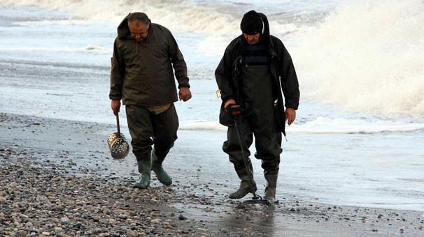 Plajların define avcıları iş başında