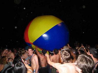 Öğrenciler partide böyle dağıttı
