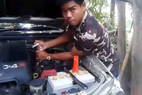 Aracın motorundan öyle bir şey çıktı ki