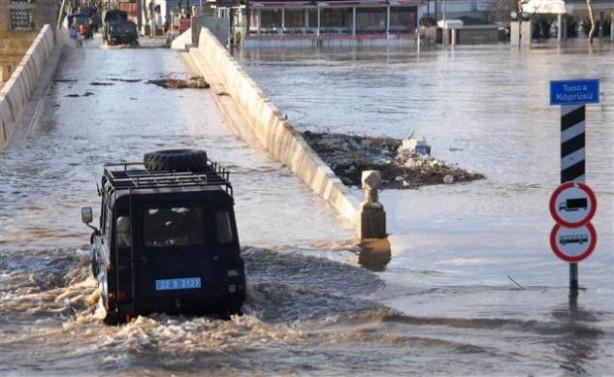 Edirne'de Tunca ve Meriç nehirleri taştı