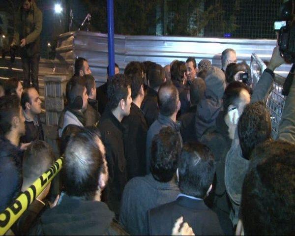 Bank Asya önünde protesto