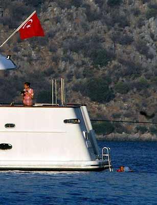 Cumhurbaşkanı Gül, ailesiyle mavi tura çıktı