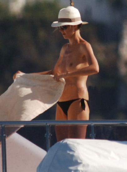 Heidi Klum üstsüz yakalandı