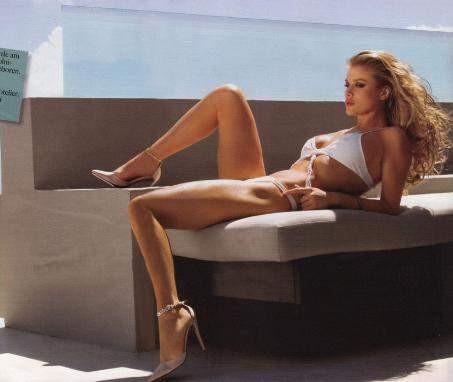 Joanna Krupa Alman Maxim dergisine poz verdi