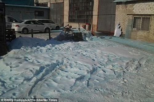 Rusya'da 'mavi kar' görenleri şaşırttı