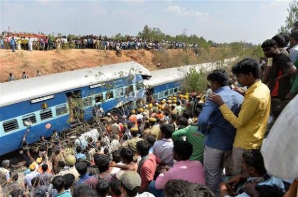 Hindistan'da tren kazası 11 ölü 42 yaralı