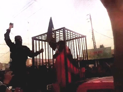 IŞİD, peşmergeleri kafese koyup geçit yaptı