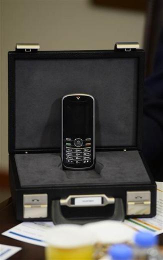 Bilim Sanayi ve Teknoloji Bakanı Fikri Işık yeni kriptolu telefonu tanıt