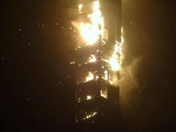 Dubai'deki Meşale Kulesi'nde yangın
