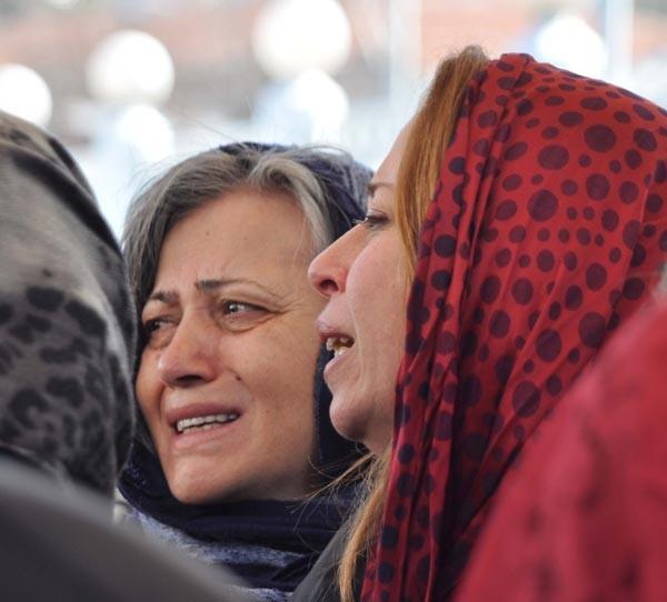 Fırat Yılmaz Çakıroğlu'nun annesi oğlunun fotoğrafını elinden düşürmedi