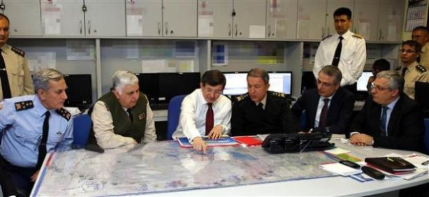 Başbakan Davutoğlu Şah Fırat Operasyonu'nu böyle takip etti