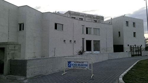 Saray geleneği sürüyor: Belediye sarayı için müzeyi kapattılar