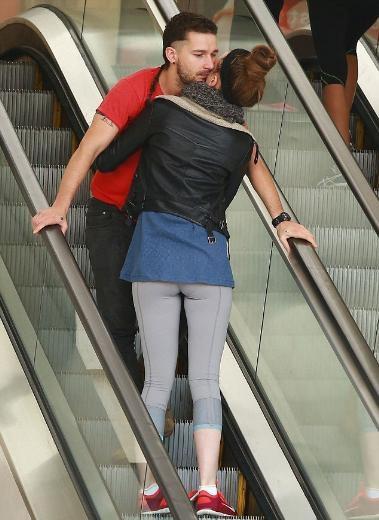 Merdivende aşk yaşadılar