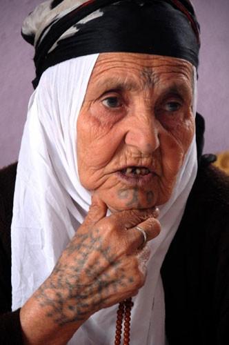 Güneydoğu kadınının mistik dövmesi