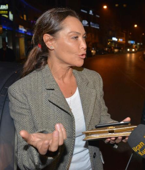 Hülya Avşar: İt ürür kervan yürür