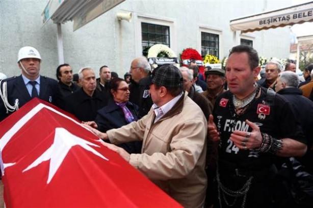 Erol Büyükburç'un cenazesinde olay çıktı