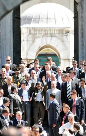 "Burası Tahran değil İstanbul.. Ahmedinejad'a büyük ""sevgi&#8"