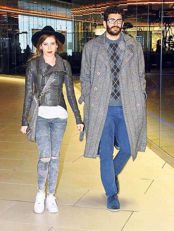 Sinem Kobal ve kardeşi alışverişte