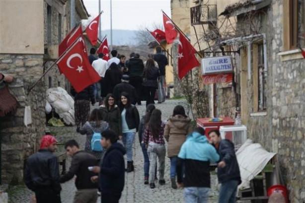 Bigalı Köyü'nde her eve bayrak asılıyor