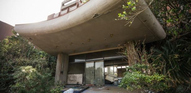 Yıllar önce terk edilmiş bir otel