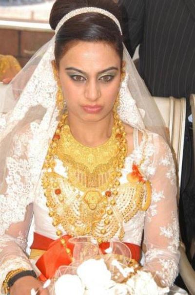 Bu düğünde geline 18 kilo altın takıldı