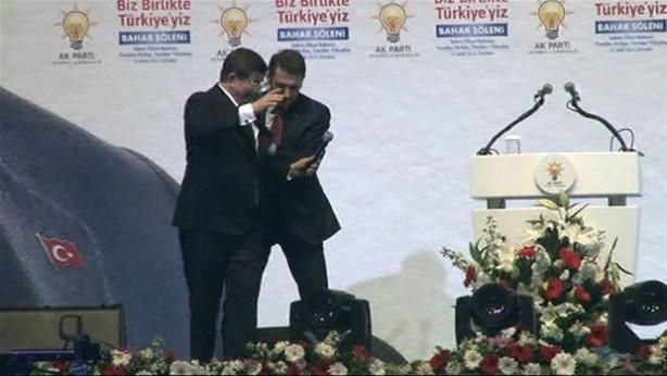 Davutoğlu ve Akdoğan arasında hararetli konuşma