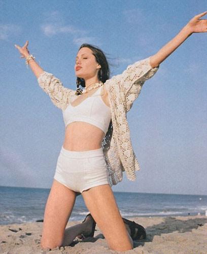 Angelina Jolie 16 yaşında