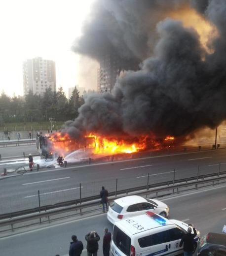 Metrobüste yangın çıktı