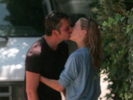 Sienna Millerdan ateşli öpücük