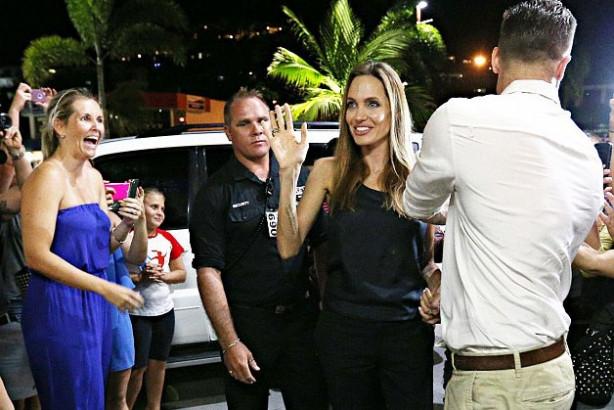 Angelina Jolie zorla menopoza girdi!