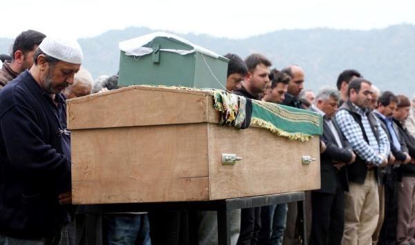 Yürekleri dağlayan cenaze töreni