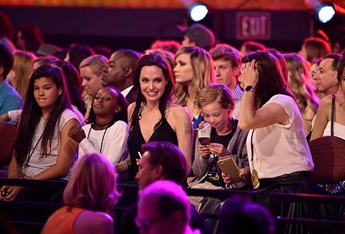 Angelina Jolie ve kızları sevinçten çılgına döndü